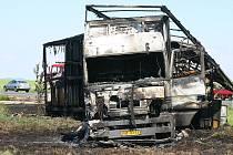 Požár kamionu o Obrub