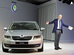 Peik von Bestenbostel, šéf komunikace Škoda Auto, představil 7. ledna 2013 na tiskové konferenci v portugalském Faru Škodu Octavia třetí generace.