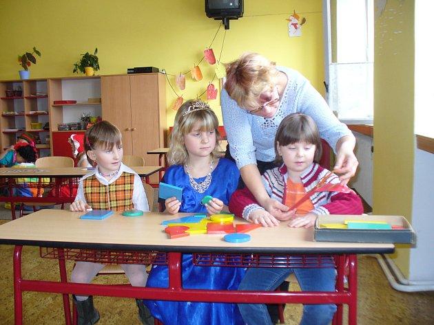 Zápis na základní škole vKatusicích.