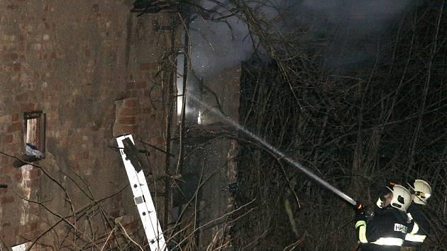 Hořící kůlna zaměstnala hasiče v Kosmonosech