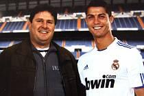 Pavel Petr (to je ten vlevo) při setkání s Cristianem Ronaldem