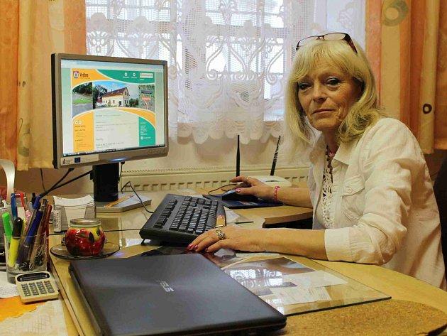 STAROSTKA VRÁTNA Magdaléna Formánková se do kanceláře zrekonstruovaného obecního úřadu vrátila po dvanácti letech. Snaží se o prosperitu obce.