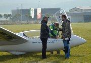 Na letiště vMladé Boleslavi se vsobotu konal už čtvrtý ročník letecké akrobacie bezmotorových kluzáků. Dorazilo tam na pětadvacet pilotů.