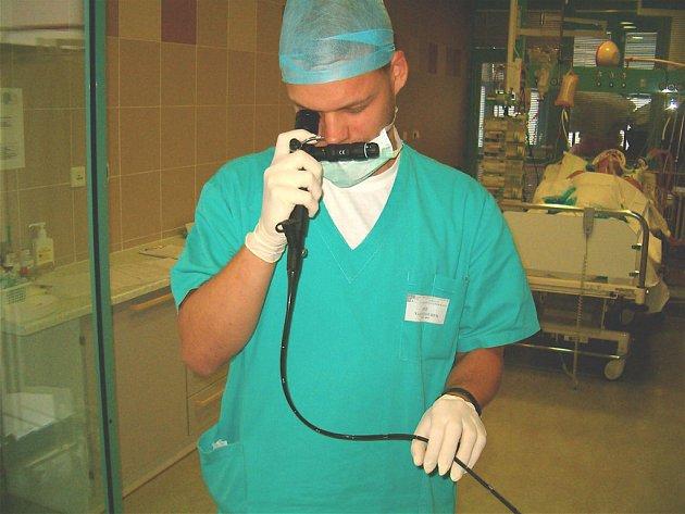 Bronchoskop využívají boleslavští lékaři na anesteziologicko – resuscitačním oddělení.