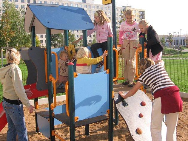 Otevření dětského hřiště v ulici 17. listopadu