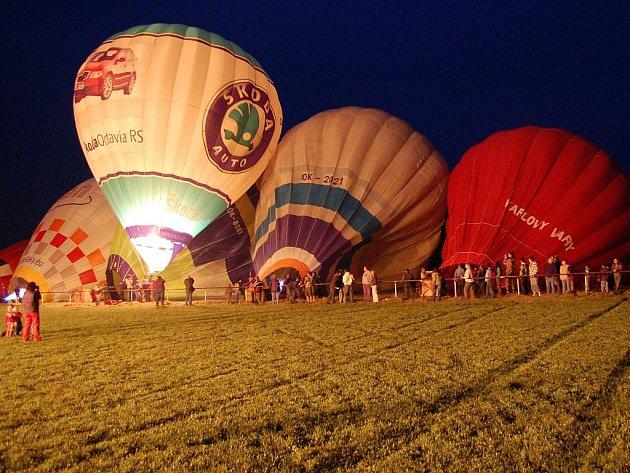 Balonové hemžení v Bělé pod Bezdězem.