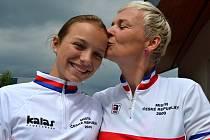 Kateřina a Jana Hladíkovy z Mladé Boleslavi - mistryně České republiky v cross country, nebo-li v terénním závodě na horských kolech.