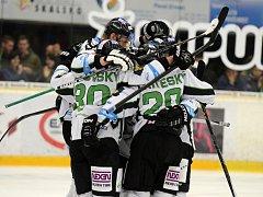 Hokejisté BK Mladá Boleslav porazili Třinec v samostatných nájezdech a jsou ve čtvrtfinále