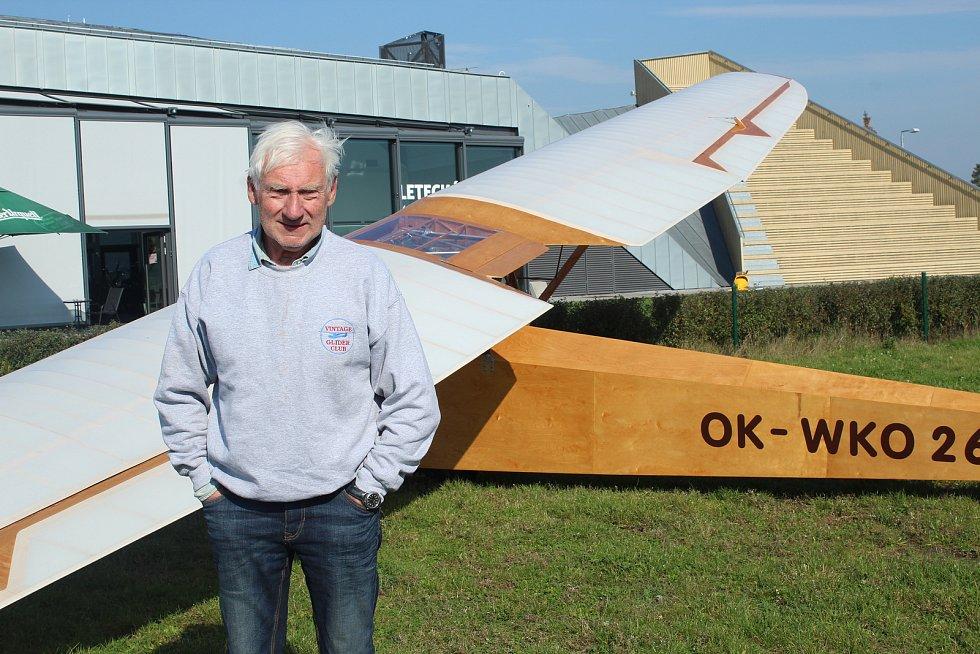 Přeprava letecké pošty historickým větroněm