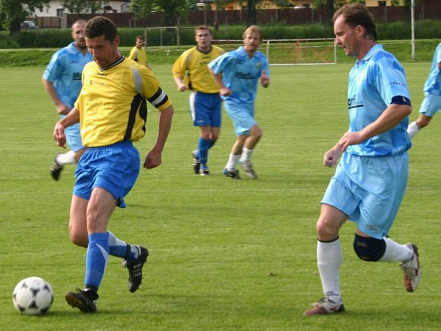 Kapitán Čejetic Jaromír Navrátil (vlevo) patřil k oporám domácího týmu.