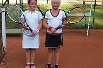 Vítězka celostátního turnaje dětí v Mladé Boleslavi Markéta Petruželová (vlevo) a finalistka Natálie Spielmanová.