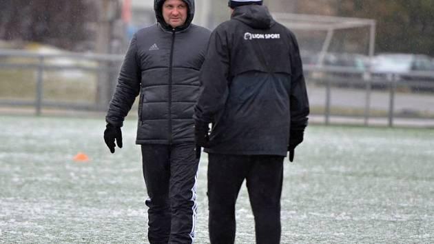 DUŠAN UHRIN v rozhovoru s jedním ze svých spolupracovníků během úvodního tréninku v novém roce.