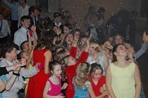 Ze školního plesu v Bakově nad Jizerou