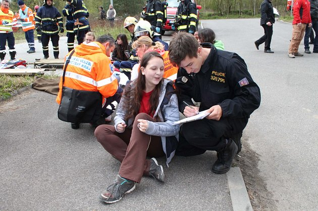 Vnovém sportovním areálu Vrchbělá vBělé pod Bezdězem trénovali hasiči a záchranáři evakuaci zhotelu