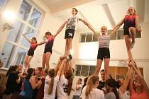 Důležitá je souhra, energie sestavy a obtížnost, vysvětluje trenérka, co porotci oceňují, když už tým vyrazí na nějakou soutěž.