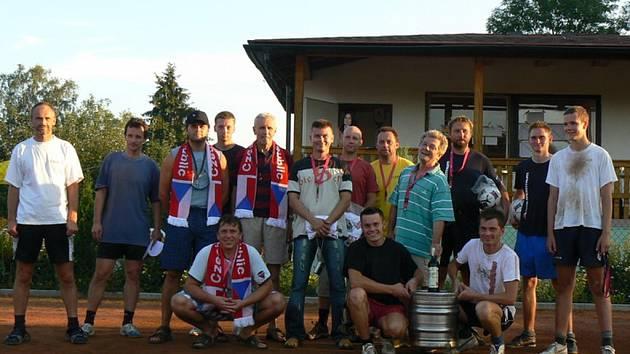 Nejlepší hráči bousovského nohejbalového turnaje.
