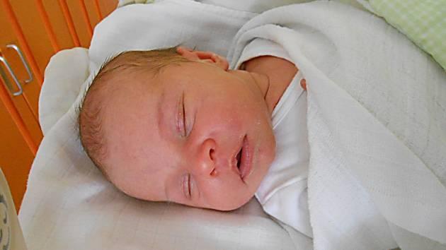 Anička Pelantová se narodila 27. dubna, vážila 3,67 kg a měřila 50 cm. S maminkou Klárou a tatínkem Lukášem bude bydlet v Debři, kde už se na ni těší bráška Ondra.