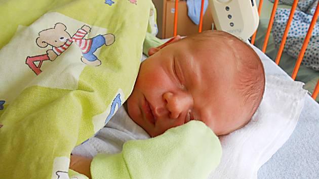 Martínek Kronus se narodil 15. července, vážil 3,35 kg a měřil 51 cm. Maminka Jana a tatínek Martin si ho odvezou domů do Hrdlořez.