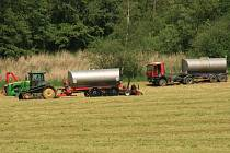 Hnojení polí je nezbytnou součástí zemědělské výroby