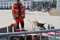KOMPLETNÍ rekonstrukcí právě prochází parkoviště u Zákaznického centra Škoda Auto. Je to jasné, Den otevřených dveří se blíží.
