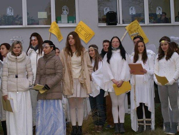 Studenti ztvárnili živý Betlém