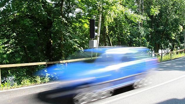 Semafor na křižovatce v Neuberku.