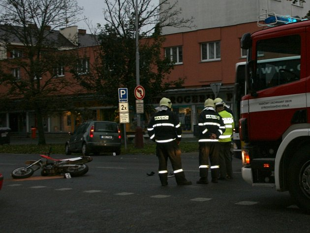 Čtvrteční bouračka na Jičínské ulici