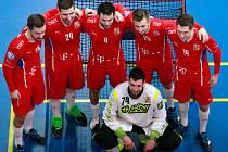 Boleslavská šestice se vyfotila před začátkem přípravného zápasu české mužské reprezentace ve Finsku