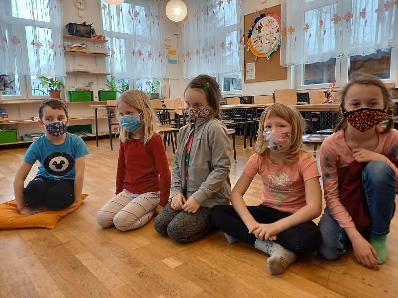 Śkoláci i předškoláci se vrátili do škol.