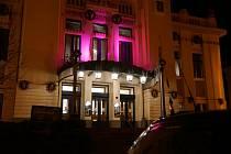 Městské divadlo mladá Boleslav svítilo v roce 2018 purpurově pro předčasně narozené děti