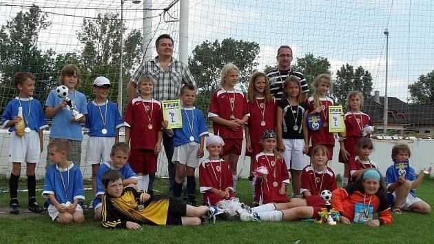 Fotbalisté mladší přípravky FK Pšovka na turnaji v Běchovicích jako jediní porazili dívčí tým U10 pražské Sparty.