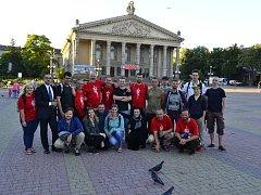 Boleslavský amatérský soubor hrál svou hru inspirovanou bitvou u Zborova na Ukrajině v ternopilském divadle Tarase Ševčenka i na bojišti u Bratrské mohyly, kde jsou uloženy ostatky padlých legionářů.