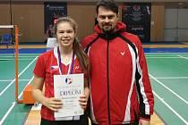 Kateřina Zuzáková s trenérem Jaroslavem Fröhlichem po zisku republikového bronzu.