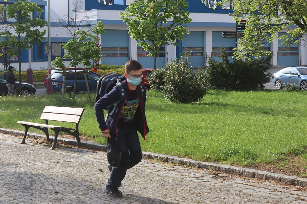 Děti se v pondělí vrátily do školy.