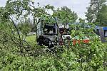 Šest lidí utrpělo zranění při čelním střetu příměstského kloubového autobusu a osobního auta, k němuž došlo v úterý na staré mladoboleslavské silnici II/610.