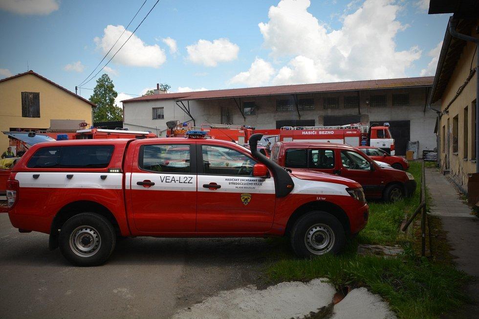 Požár dřevěné konstrukce mlýnu zaměstnal hasiče v úterý dopoledne u Horek nad Jizerou. Vyhlášen byl třetí stupeň poplachu.