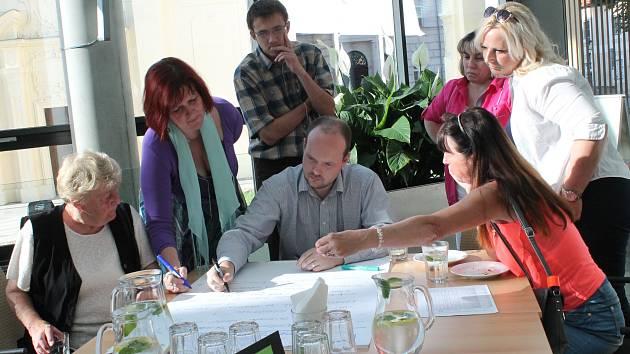 LIDÉ ZAPISOVALI své náměty, které budou sloužit městu jako podklad při zlepšování Mladé Boleslavi.