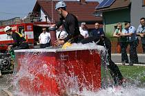 Profesionální hasiči soutěžili v Dnebohu