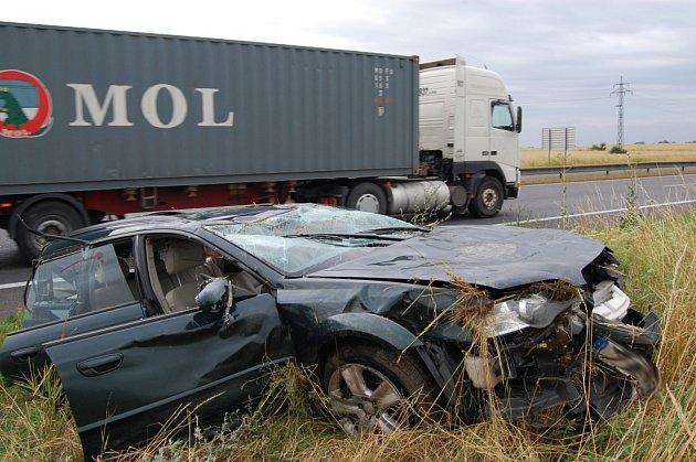Pondělní dopravní nehoda osobního automobilu na silnici R10 u Bezděčína na Mladoboleslavsku.