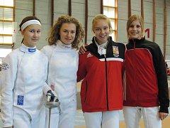 Anna Coufalová (vlevo) na turnaji Evropský kadetský okruh v Klagenfurtu, který se konal v říjnu loňského roku