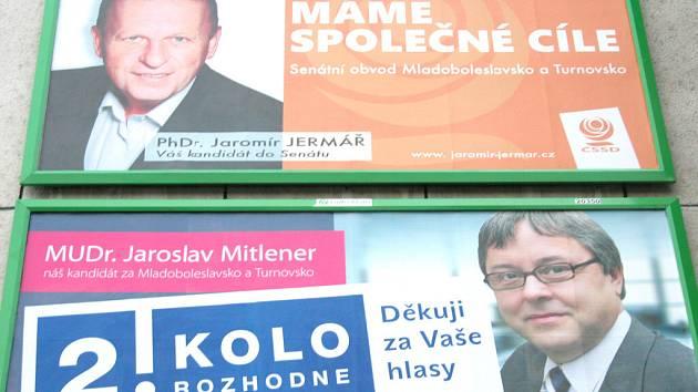 Soupeři Jaromír Jermář (billboard nahoře) a Jaroslav Mitlener při volební kampani.