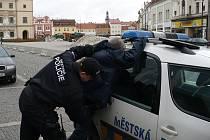 Opilý Polák si nedal říct. Městská policie byla nekompromisní!