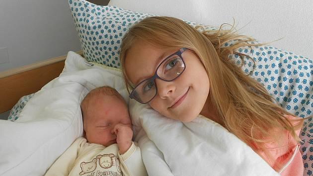 Tobiáš Radušek, Staré Hrady .Narodil se 4. září, vážil 3,57 kg a měřil 52 cm. Maminka Lucie, tatínek David a sestřička Adélka.