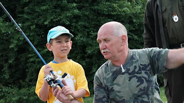 Boleslavští rybáři mají letos hned několik důvodů k oslavám. A nezapomínají ani na děti, které v týdnu opět pozvali k vodě, aby v nich vzbudili lásku k rybám a rybářství.
