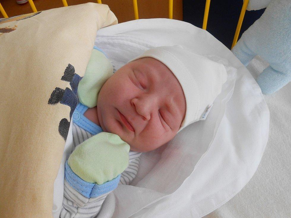 Patrik Lauterkranz se narodil 13. března, vážil 3,35 kg a měřil 50 cm. Maminka Lenka a tatínek Patrik si ho odvezou domů do Kobylnice, kde už se na něho těší sestřičky Eliška a Vanessa.
