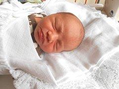 MATĚJ Lochman se narodil 13. září, vážil 3,3 kg a měřil 52 cm. S maminkou Monikou a tatínkem Vojtěchem bude bydlet v Mladé Boleslavi.