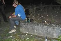 Mladiství popíjeli v parku