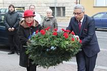 V den, kdy si celá naše země připomíná Den boje za svobodu a demokracii, přišlo na boleslavské náměstí Republiky sotva 40 lidí, aby si 17. listopad připomněli jako něco zvláštního a důležitého.