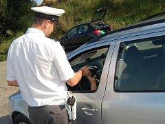 Řidiči jsou podrobováni dechovým zkouškám, ilustrační foto.