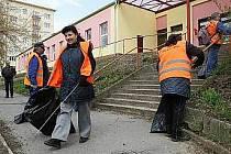Lidé vykonávající obecně prospěšné práce